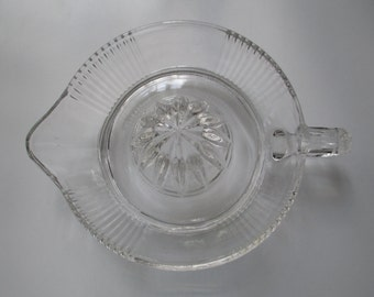 Vintage Deco Ribbed Clear Glass Large Juicer Citrus Reamer Orange Juice Squeezer Fruit Lemon Lime extractor
