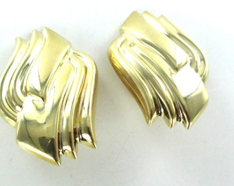 14kt yellow gold earrings curve design