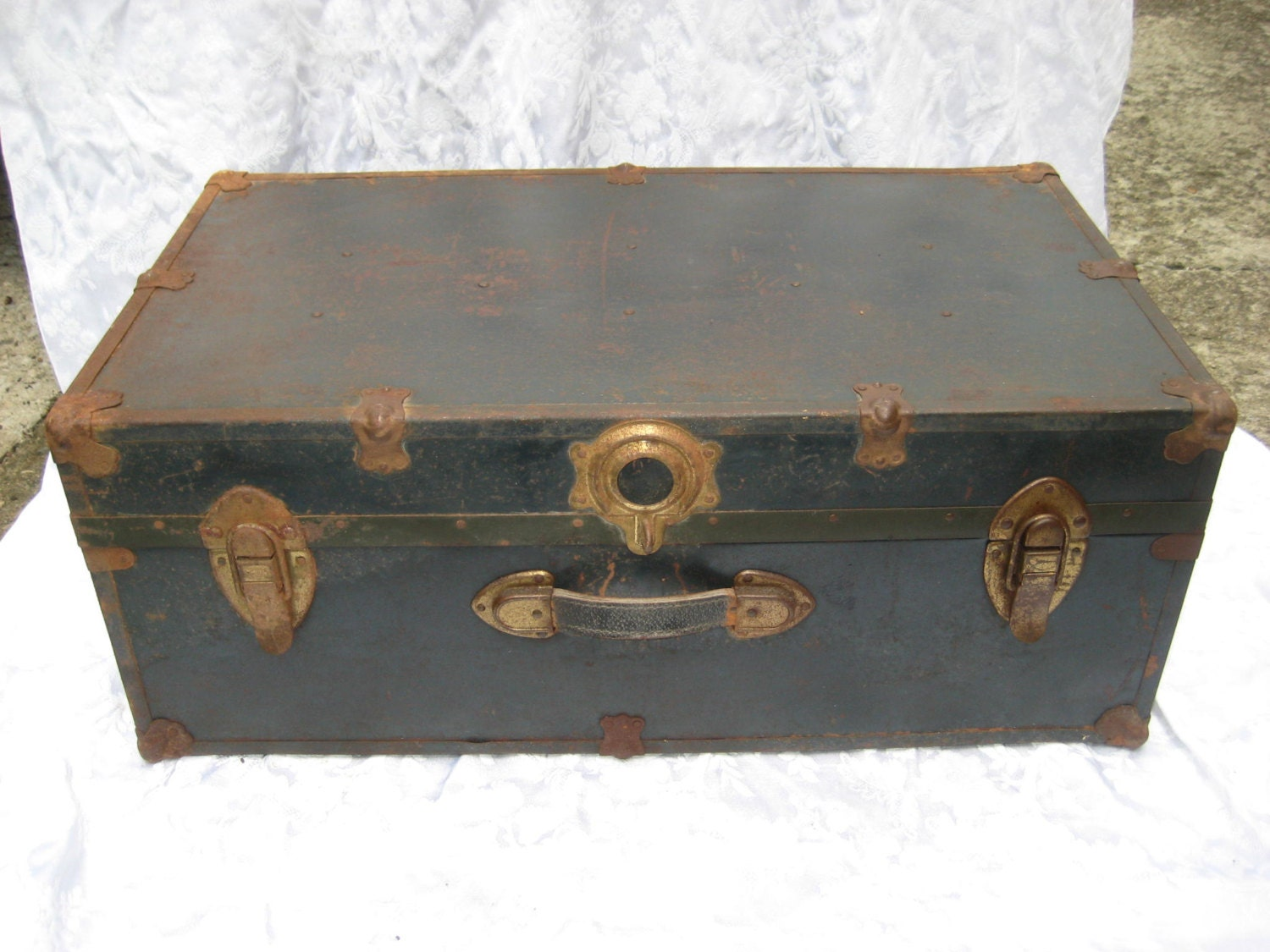 Vintage rustic trunk foot locker metal chest coffee table Metal chest coffee table
