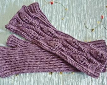 Purple leg warmers with leaf pattern / fingerless gloves