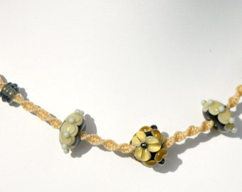 Necklace with lampwork beads macramé