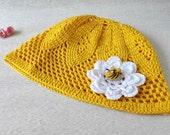 Sun hat with bee. Crocheted cotton summer hat. Yello beach hat. Beanie.