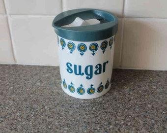 Retro pastic sugar shaker