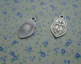 20 pcs of antique silver color cross shield pendant charm , 24*14mm , MP16