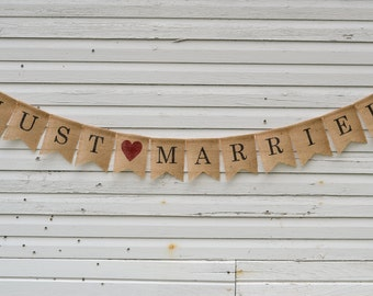 Just Married Burlap Banner - Great Wedding Photo Prop - Wedding Reception Bunting Garland Sign - Just Hitched - Country Wedding Decoration