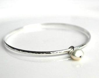 Bridesmaid gift - Sterling silver bangle - Pearl bangle - Bridesmaid bangle bracelet - hammered silver bangle