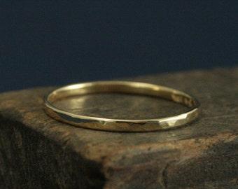 Thin Hammered 18K Gold Band--Thin 18K Gold Ring--Solid 18K Gold Hammered Ring--18K Gold Stacking Ring--Slim 18K Gold Women's Wedding Band