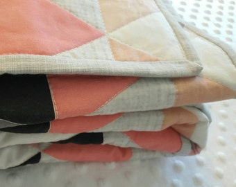 Hamptons Triangles crib quilt - Coral // peach // gray -  baby bedding