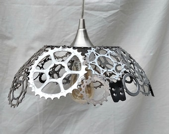 Recycled bicycle gears lamp