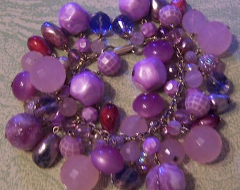 Vintage mid-century chunky beaded lavender pink faceted charm bracelet