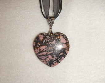 Heart-shaped Black and Pink Rhodonite pendant (JO289)