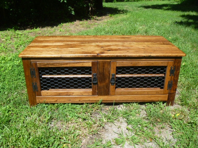 Rustic bench coffee table with wood doors repurposed wood - Banc palette de bois ...