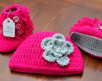 Crochet Baby Booties Set, Baby Booties and Hat set, Crochet Hat and Booties set, Crochet Loopy Booties Set