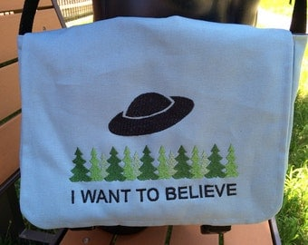 I Want To Believe Tablet / Netbook Bag