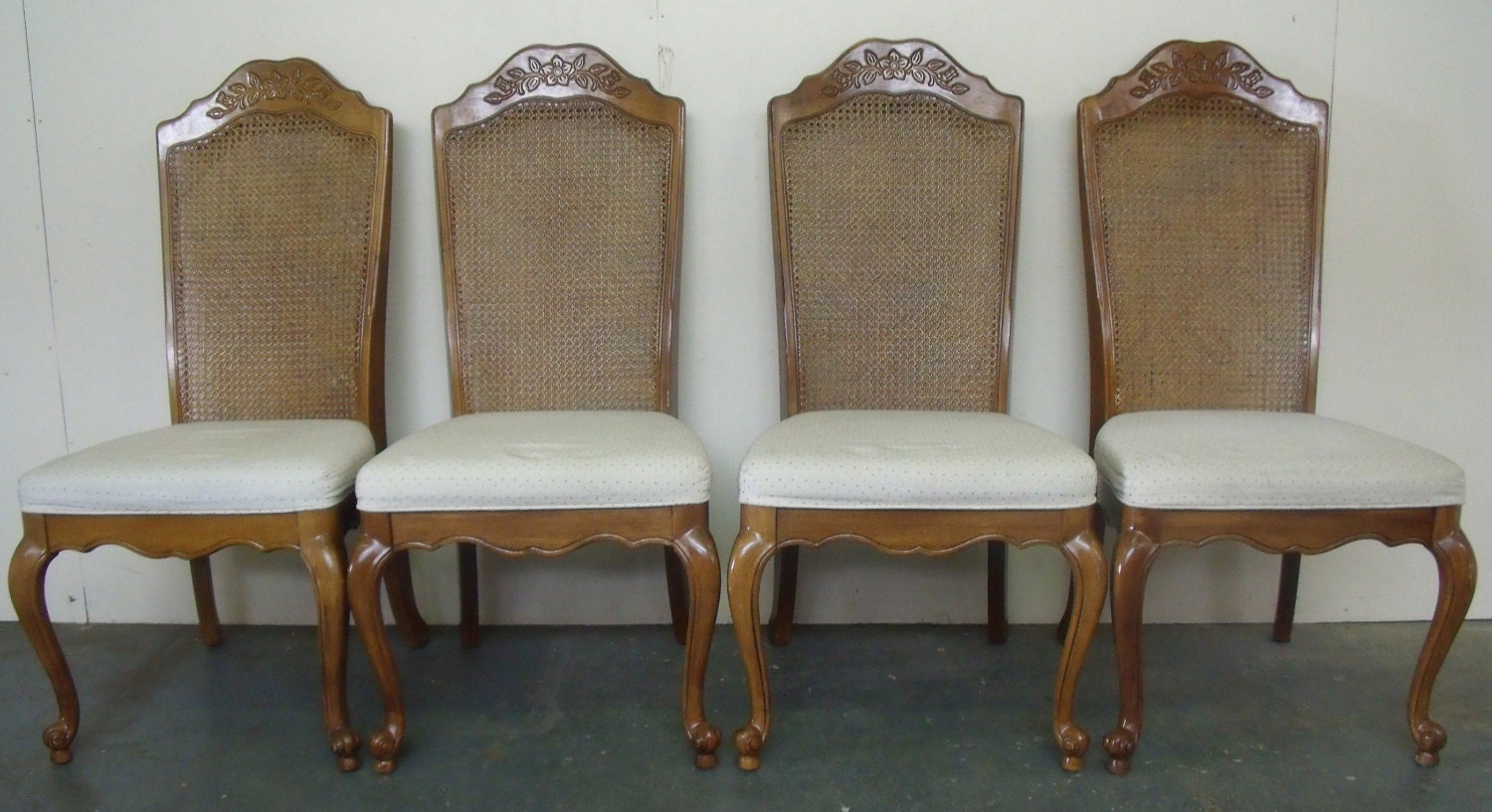 Set Of Four Vintage Solid Oak Dining Room Kitchen Chairs With Queen Anne Legs