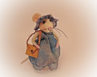 Felt Mouse Needle Felted  Art Doll Mouse pin Tiny mouse Waldorf dolls Collectible Dollhouse Miniature sculpture Small mice