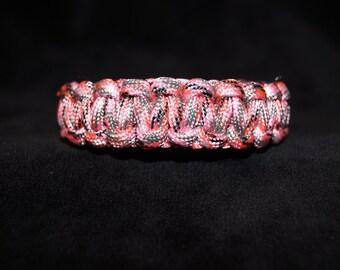 Paracord Bracelet Color is Camo - Pretty Pink