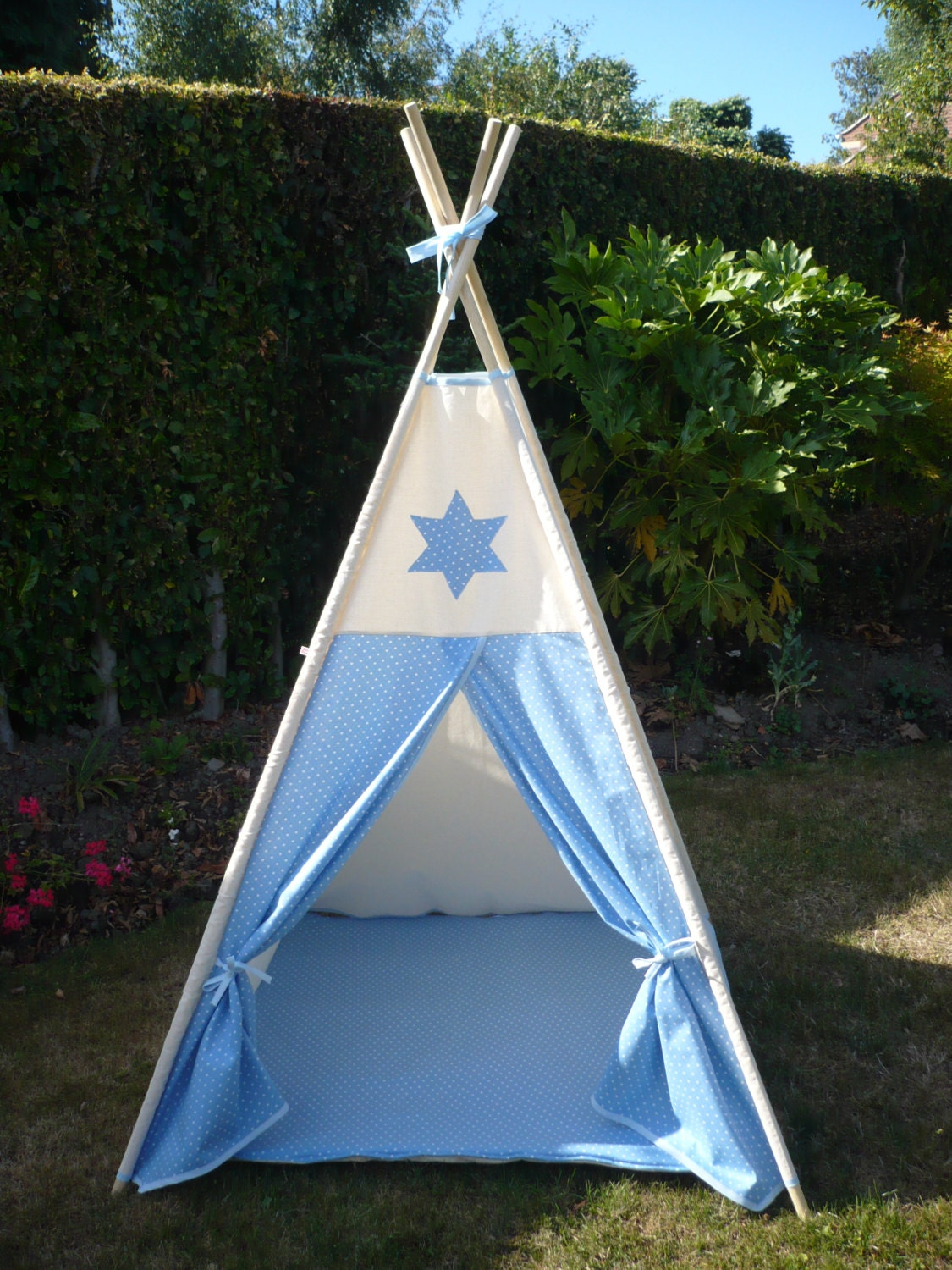 tipi pour enfants et tapis de sol rembourr par milliemoment. Black Bedroom Furniture Sets. Home Design Ideas