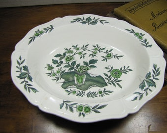 Vintage Wedgwood Barlaston Queens Shape Green Leaf Vegetable Bowl