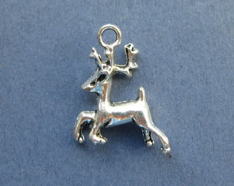 10 Reindeer Charms - Reindeer Pendants - Animal Charms - Deer Charm - Deer Pendant - Deer - Antique Silver - 21mm x 17mm - (No.124-10953)