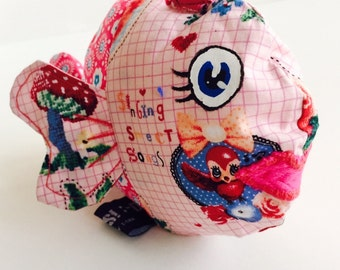 Outlet! -40% Cute as a button; tag sensory toy, stuffed toy fish with labels and crinkle sound.