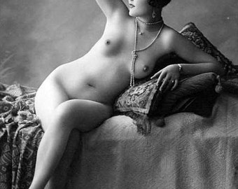 Nostalgic girls Erotic glamour