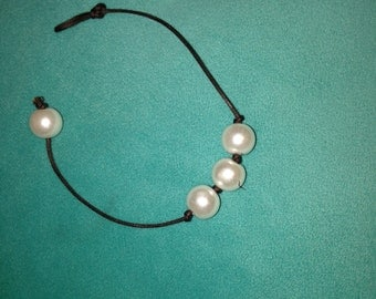 Three Pearl Leather Bracelet