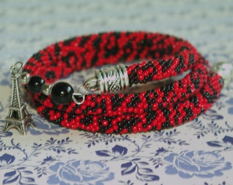Bracelet in red and black