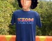 vintage 70s t-shirt KZOM 104.5 fm radio station rock music texas rainbow defunct Large XL soft 80s