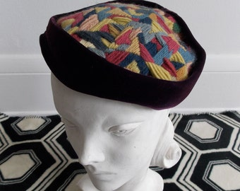 1940s 50s purple Velvet hat abstract geometric accent / Tilt Beret Hat/ 50s pillbox embroidery hat
