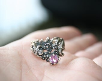 SALE...Vintage Sterling Silver Frog flowers pink quartz   stone Ring Twig Diorama  Stunning in size 6.5