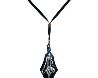 1920s Celluloid Flower Pendant Necklace