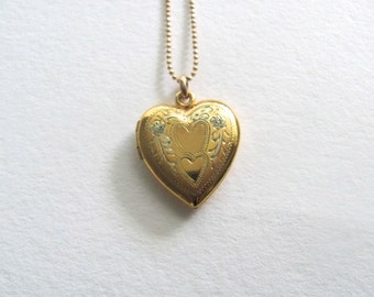 Beautiful gold vintage heart locket on delicate 14k gold plated chain, vintage sweetheart locket, vintage wedding necklace