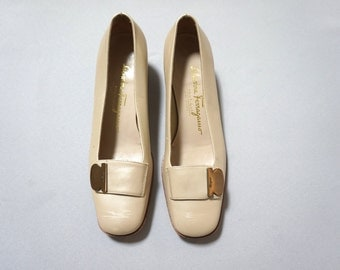 5.5 cream leather ferragamo loafers professional pumps heels womens 5 6 shoes shoe minimalist preppy kitsch chic posh designer buckle tab