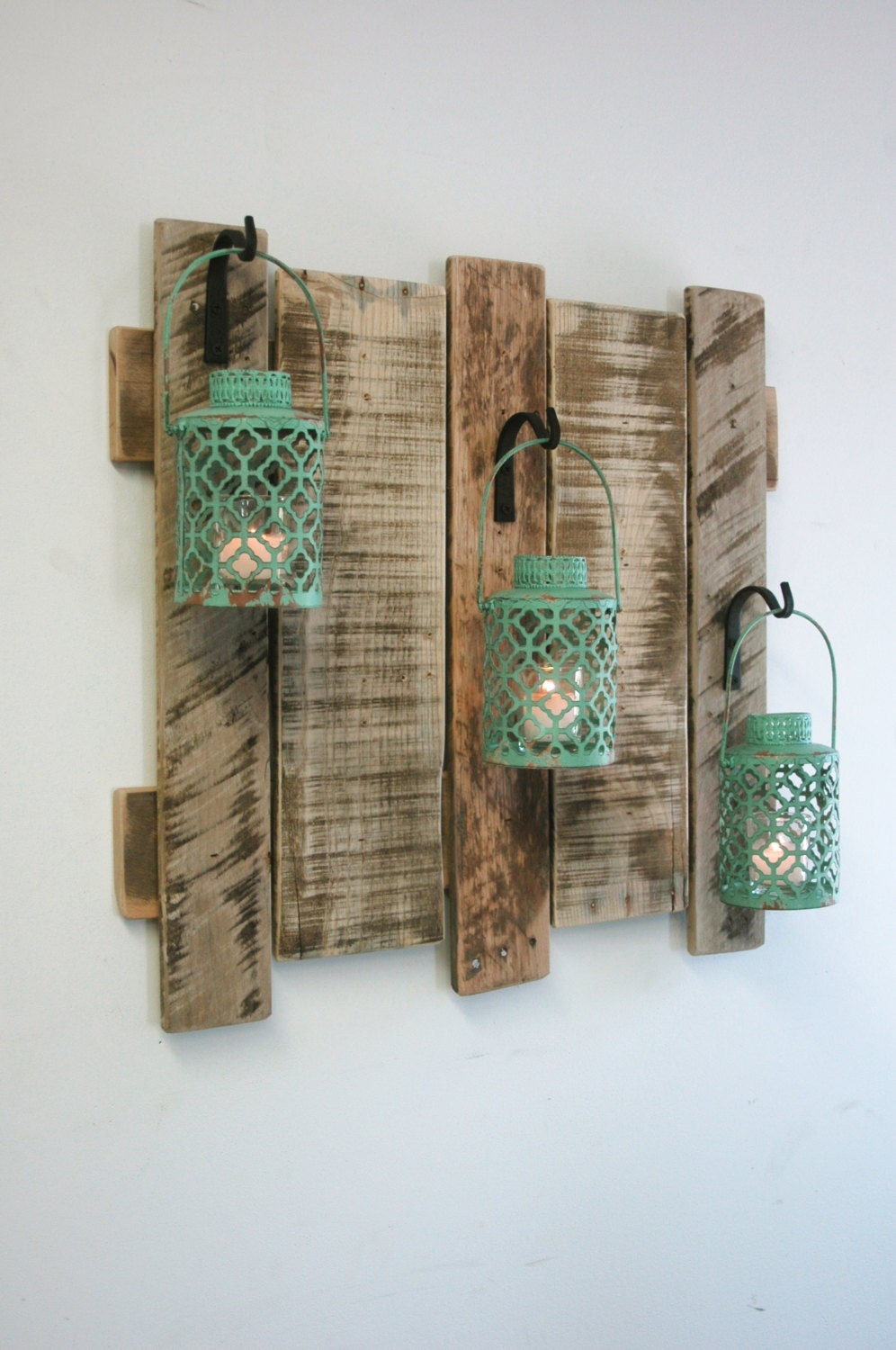 pallet wall decor with antique turquoise metal lanterns. Black Bedroom Furniture Sets. Home Design Ideas