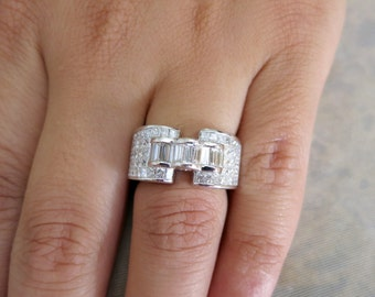 18k white gold princess cut and baguettes diamond ring.