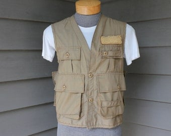 vintage 1970's -Saf-T-Bak- fly fishing vest. Pockets galore including game pouch.  Small