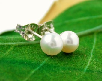 Freshwater Pearl Stud Earrings: pearl earrings, pearl studs, bridesmaid gift, real pearl earrings, stud earrings, freshwater pearl