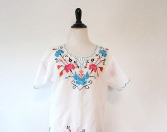 Vintage 1970s White Cotton Embroidered Floral Top Size Large