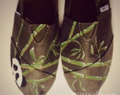 """SIZE 7 - """"Bamboo Panda"""" Canvas Toms Shoes"""