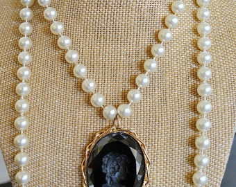 VINTAGE BLACK CAMEO pearl necklace