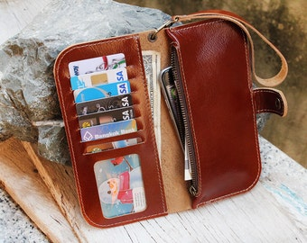 MBranchBrown purse with zip and wristlet strap