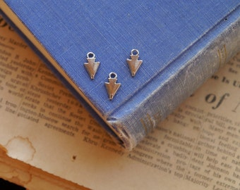 30 pcs Small Antique Silver Arrowhead Charms 13mm (SC2625)