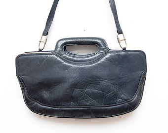 Vintage black leather women 70s handbag / shoulderbag