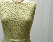 Light Pastel Green Lace And Pleated 50s Day Dress Small