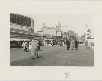 Boardwalk, Coney Island c1930s Vintage Photo Snapshot (57391)