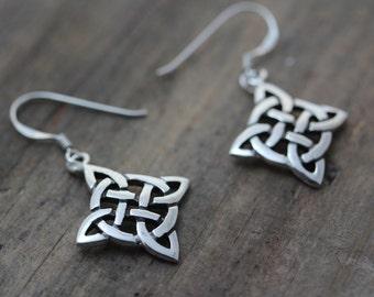 Knot Earrings, Sterling silver Celtic Knot Earrings, Silver Celtic Knot Earrings, Silver Earrings Jewelry. R-294