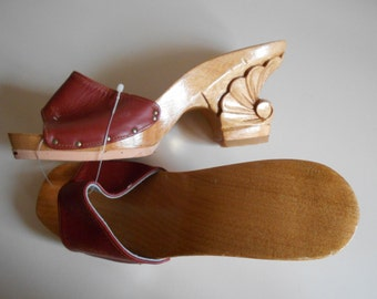 Vintage 1970s KARVINGS Wooden Sole Mules with Carved Heel ~ Brick Red Leather ~ Sz 5 ~ NOS New Old Stock Dead Stock ~ Philippines
