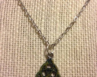 "16"" Green Textured Trinity Knot Necklace"