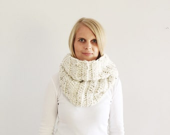 Oatmeal Infinity Scarf, Cream Cowl, Chunky infinity scarf, Natural Beige cowl, Cream snood, Fall, Winter, made to order, handmade